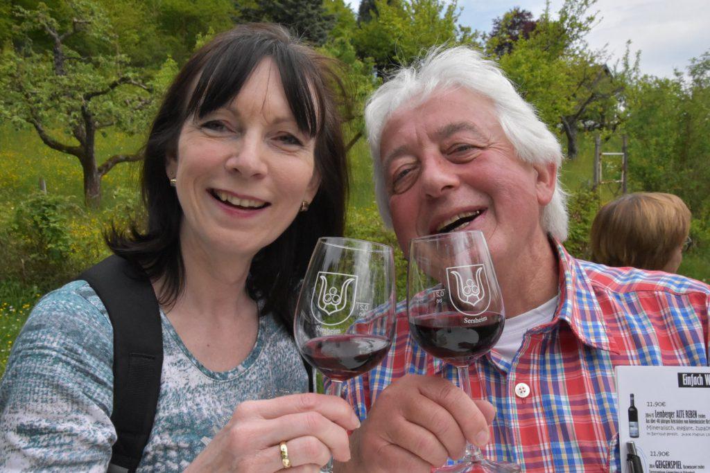 Doris und Eberhard in Wein-Laune