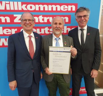 Goldene Ehrennadel für Wolfgang Fessler