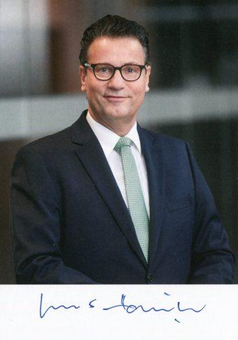 Minister Peter Hauk MdL überreichte die Urkunde zum 625sten Geburtstag der Fessler Mühle